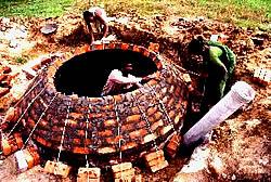 Indische Biogasanlage im Bau