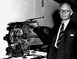 Francis T. Bacon mit Wasserstoff-Motor