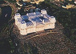 Verhüllter Reichstag aus dem Hubschrauber fotografiert