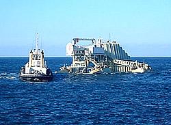 Energetech Wellenkraftwerk im Schlepp