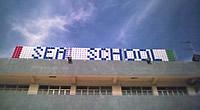 Schriftzug der Hong Kong Sea School aus Minirotoren