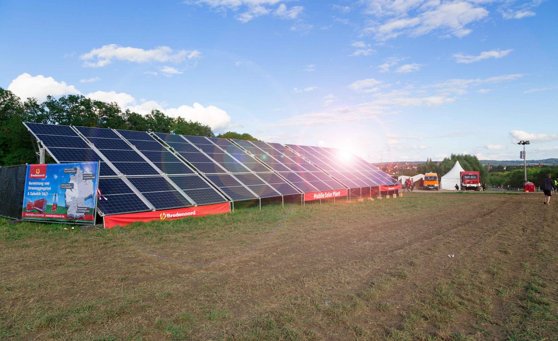 mobile Photovoltaikanlage zum Aufladen der Energiespeicher während einer Veranstaltung